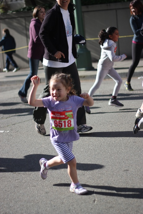 Mommy did a fantastic job running ahead (and often backwards) to catch some action shots of Maile Girl - keep in mind this race was only 150 yards, so not much room to work...